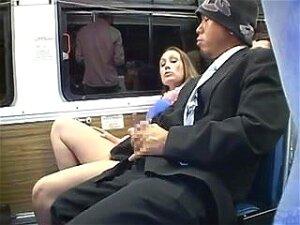 Amateur Woman Get Masturbated In A Bus Porn