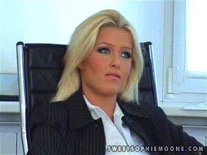 Boss Valerie Licks Her Secretary's Tight Pussy Porn