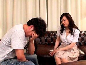 Mature Japanese AV Model Gives An Amazing Blowjob Porn