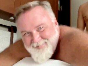Old Guy Gets Pleasure 4 Porn