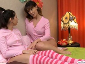 Busty Stepmom Is Giving Her Stepdaughter Her First Lesbian Experience.She Makes Her Stepteens Nipples Hard By Rubbing Them And Sucks On Her Tits.She Rubs Her Until She Cums.They Go Into A 69er And Lick Each Other.Her Stepdaughter Facesits Her Porn