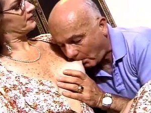 Cougar Hairy Pussy Smashed Hardcore Missionary In Close Up Porn