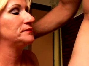 Perverted Aged Playgirl Molly Gives A Sloppy Rimjob Porn