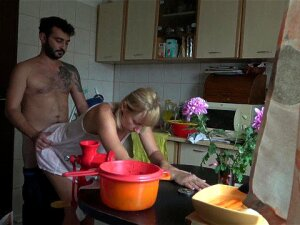 Wife Gets Fucked While She Is Cooking ! Porn