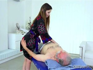 Man Pulls Teen's Hair When Fucking Her. Mature Man Believes There Is One Way To Get Satisfaction In Sex. It Is To Take Everything Under His Control. Luckily, Sweet Masseuse Is Blessed With Long Hair Which He Pulls When Fucking Her. Porn