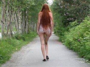 Гуляю по улице с лисьим хвостиком Porn