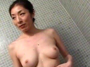 JAV Pale Mature Mariko Kawana Big Butt Blowjob In Shower Porn
