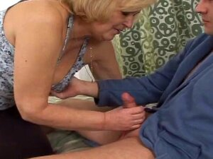 Chubby Mature Babe Insists That He Cum Inside Her Old Cunt Porn
