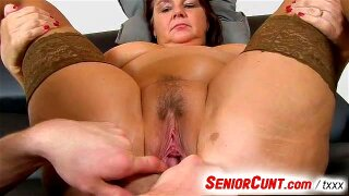 Mature BBW spreads her legs for a pussy exam